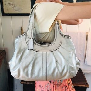 ♥️ Coach ♥️ Silver Leather Shoulder Bag